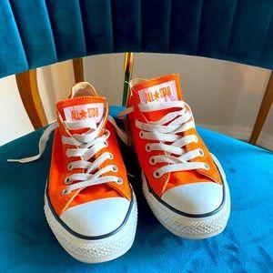 COPY - LIKE NEW!! Bright Orange Converse All Star…